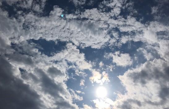 Moti me diell dhe vranësira mesatare