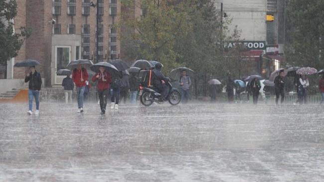 Moti i paqëndrueshëm, vijojnë reshjet dhe stuhitë në Shqipëri