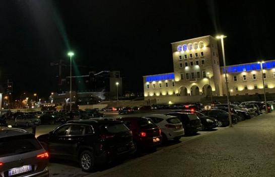 Tirana në panik nga tërmeti, dhjetëra makina në sheshin 'Nënë Tereza' [Foto]