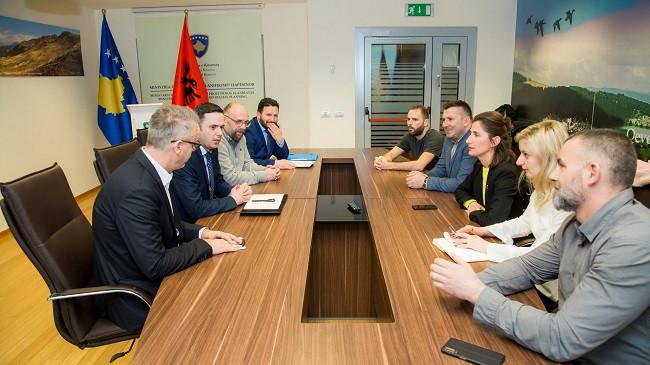 Abdixhiku takoi grupin e qytetarëve për mbrojtjen e Liqenit të Badovcit