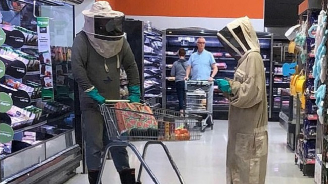 Në foto: Ja mënyra se si bëhet pazar në kohën e koronavirusit