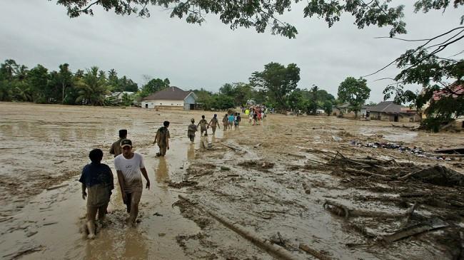 Indonezi, 16 të vdekur nga përmbytjet