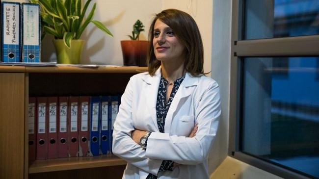 Neuropsikiatrja Valbona Tafilaj tregon edhe pas shërimit nga COVID-19 vazhdon të ketë probleme shëndetësore