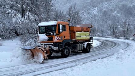 Ministria e Infrastrukturës njofton për gjendjen e rrugëve pas reshjeve të borës