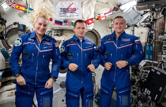 Pas 185 ditësh në hapësirë, kthehen në Tokë dy kozmonautët rusë dhe astronautja e NASA-s