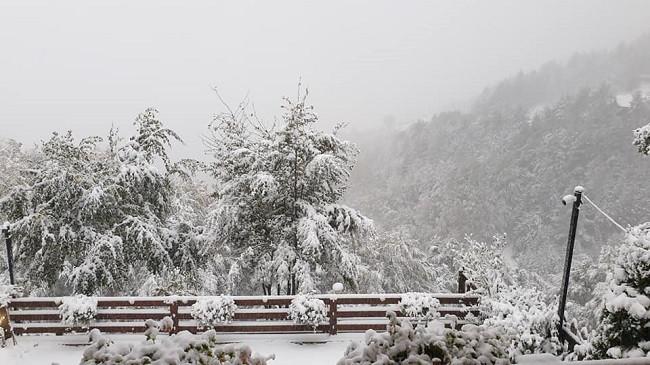 Dimër në vjeshtë! Prevalla veshët me petkun e bardhë [Foto]