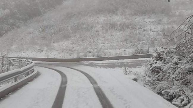 Reshjet e para të borës, ARRSH e gatshme për mirëmbajtjen e akseve rrugore